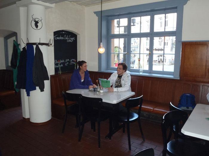 platzhirsch stuttgart im liegt der schwerpunkt auf schwabischer ka 1 4 che und internationalen gerichten zu fairen preisen mittagstisch sowie abendkarte lockerer