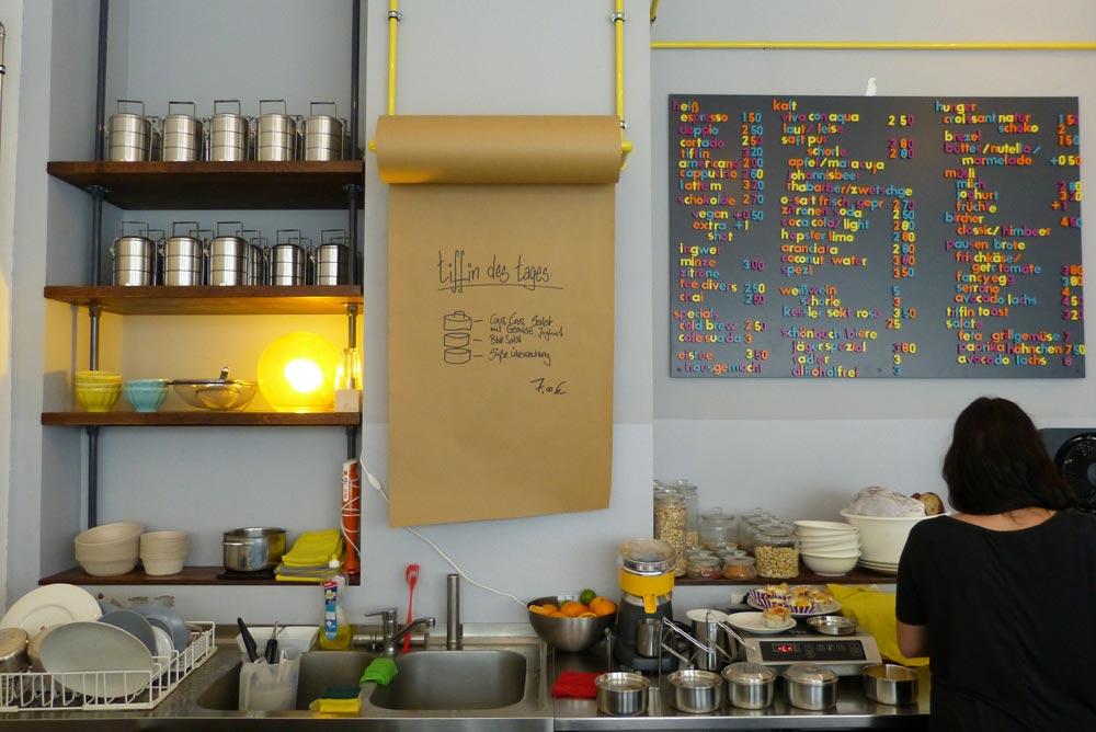Comin into my Kitchen (Klassiker von Joakim, kennsch noch?) . Tiffins in Startposition links und Angebot rechts.
