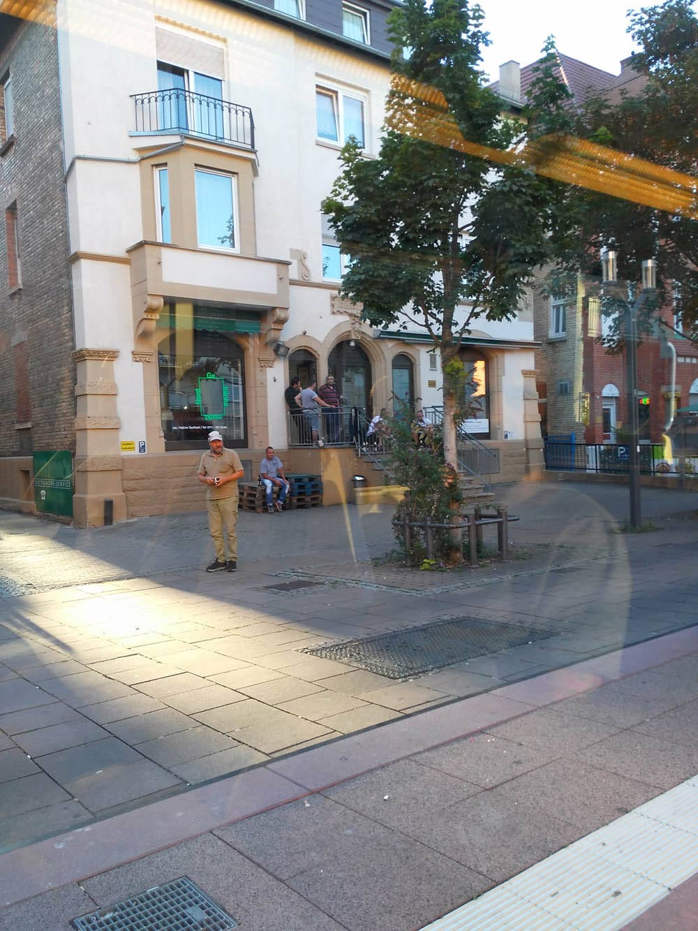 Zurück in die Stadt durch die Nordbahnhofstraße, durch die ich sehr gerne jogge. Jetzt auch mit Palettenmöbel.