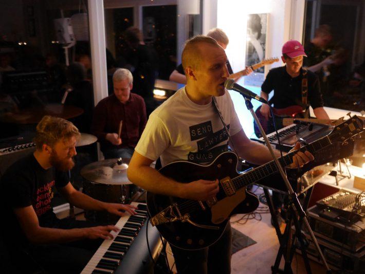 rhythm and bier: das indie wohnzimmer stuttgart | kessel.tv, Wohnzimmer