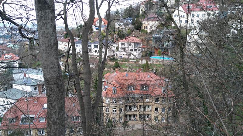 Stafflenbergstraße. Egal wohin man rennt, es mangelt selten an guten Buden in Stuttgart. Weiß aber nicht, ob das noch unter bezahlbarer Wohnraum läuft.