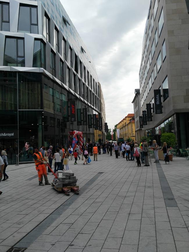 First View: Zurück im Einkaufszentrum-Blogging.