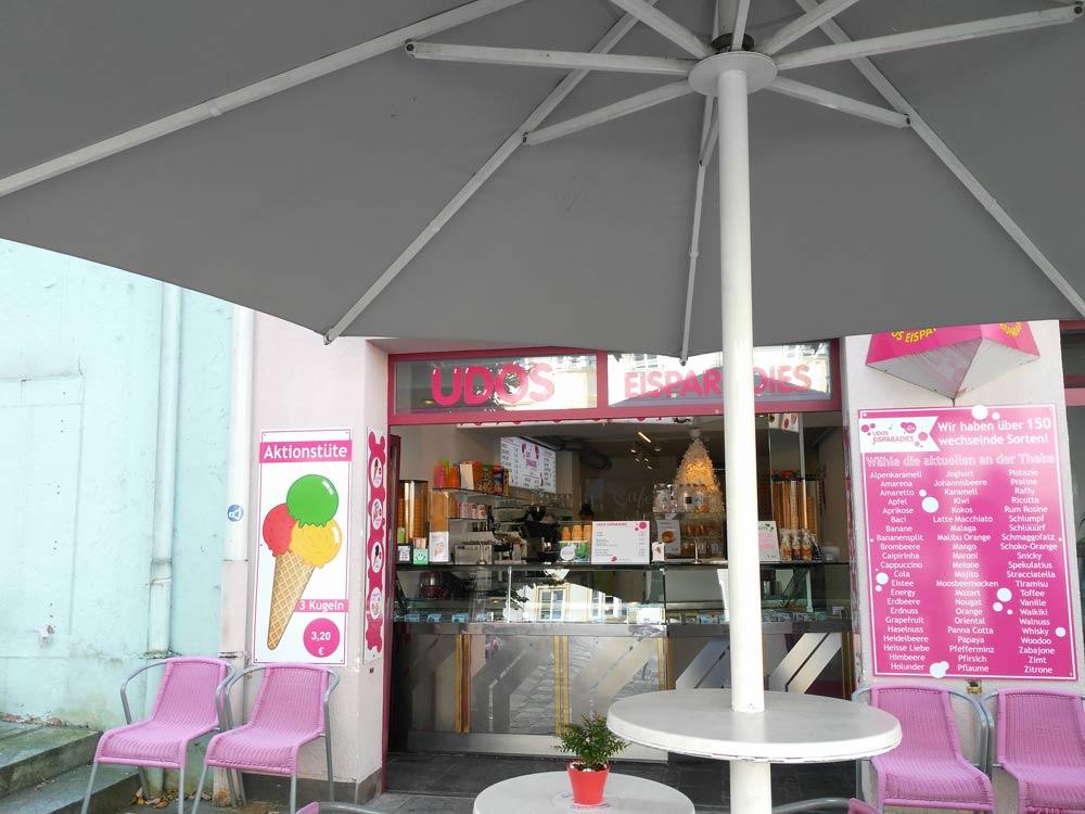 Mein Kombl Udo hat jetzt auch einen Eisladen.