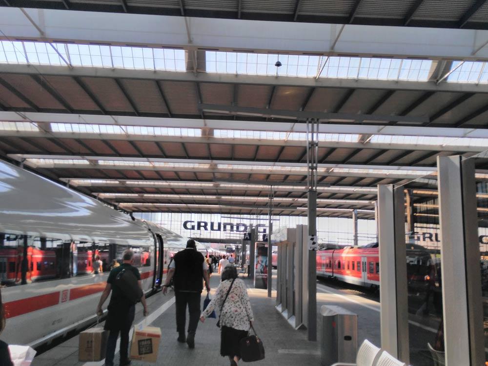 Umstieg MUC, Grundig Typo am Bahnhof legendär: