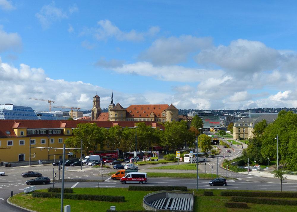 Wenn du aufm Balkon vom Stadtmuseum stehst und in dem Moment fährt der Jung und Wild-Bus an dir vorbei, vor der Fliegerbombe aufm VfB-Trainingsgelände flüchtend.