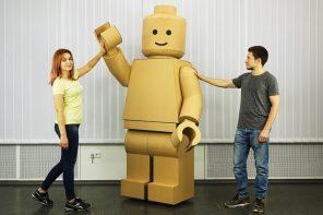 Lego Männchen Kostüm aus Pappe