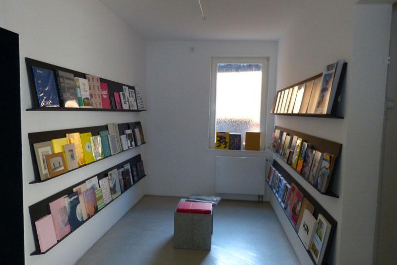 gk-Laden mit Magazinen, Büchern und Foto-Editionen.