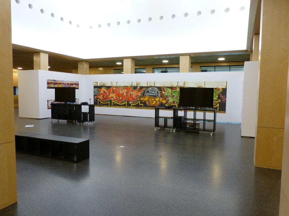 Im 1. Stock warten eine DJ-Konsole auf die Besucher und ganz oben VR-Graffiti-Action.
