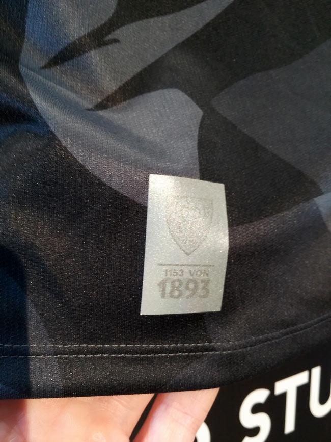 Nice Detail: Das Hologram zeigt die 1893, die 0711 und die Stückzahl des auf 1893 Exemplare limitierten Triktos