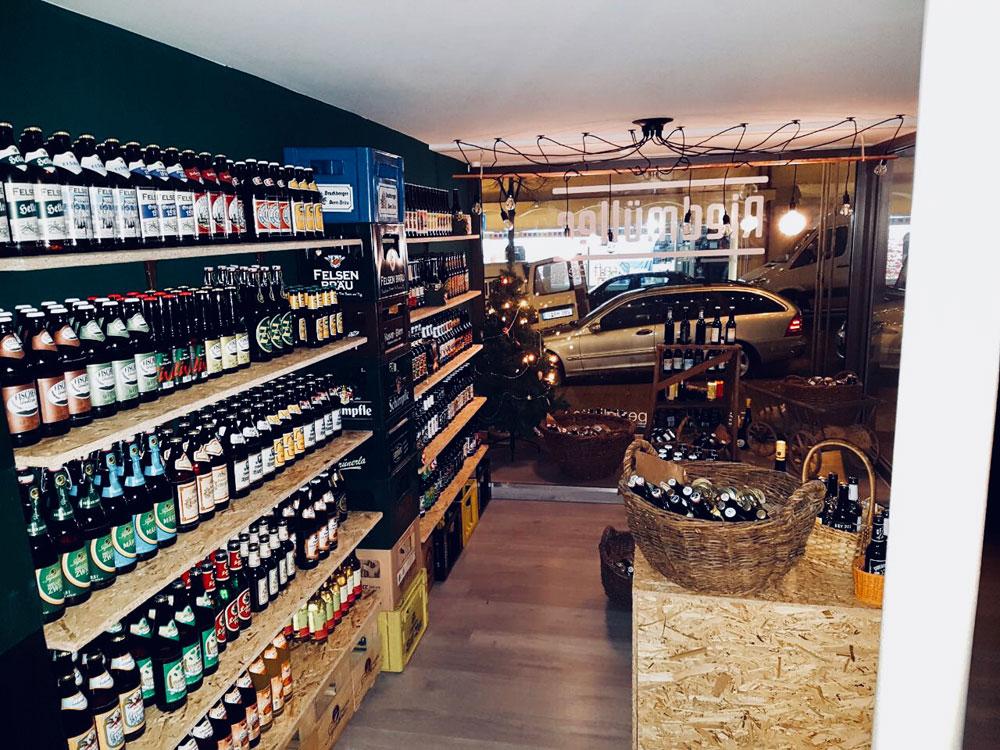 Es gibt Bier, logo, und in der neuen Filiale wurde das Sortiment um fränkische Spezialitäten erweitert.