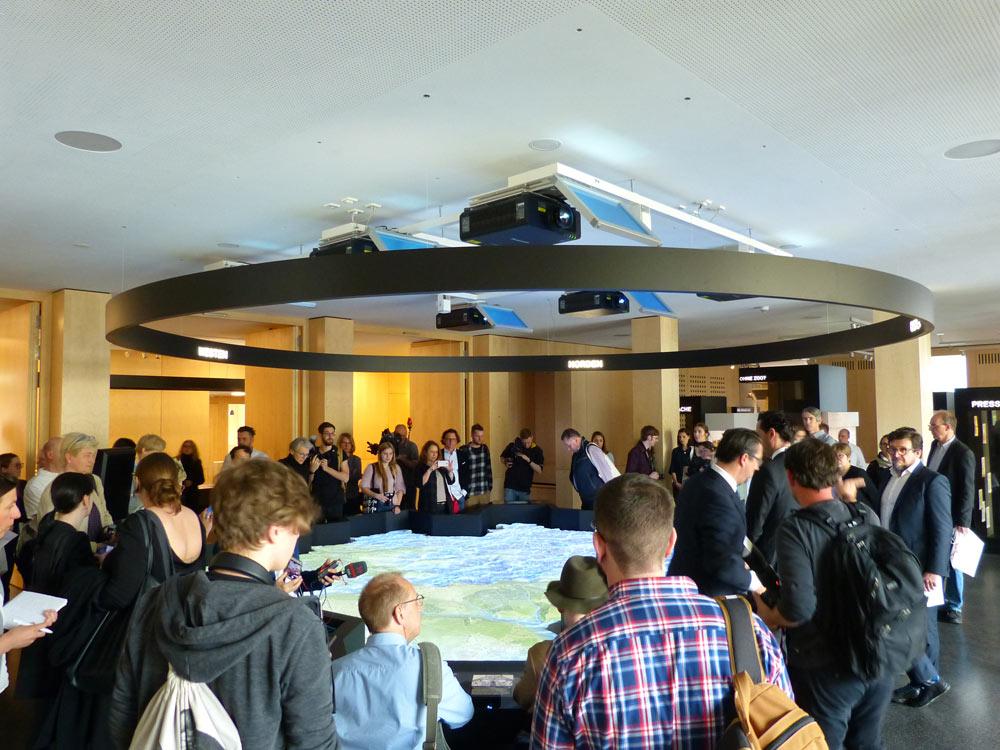 Der Rundgang beginnt im 1. Stock, in der Dauerstellung. Da erwartet die Besucher ne ziemlich große interaktive Stuttgart-Karte. Kann man sich schön drin verlieren.