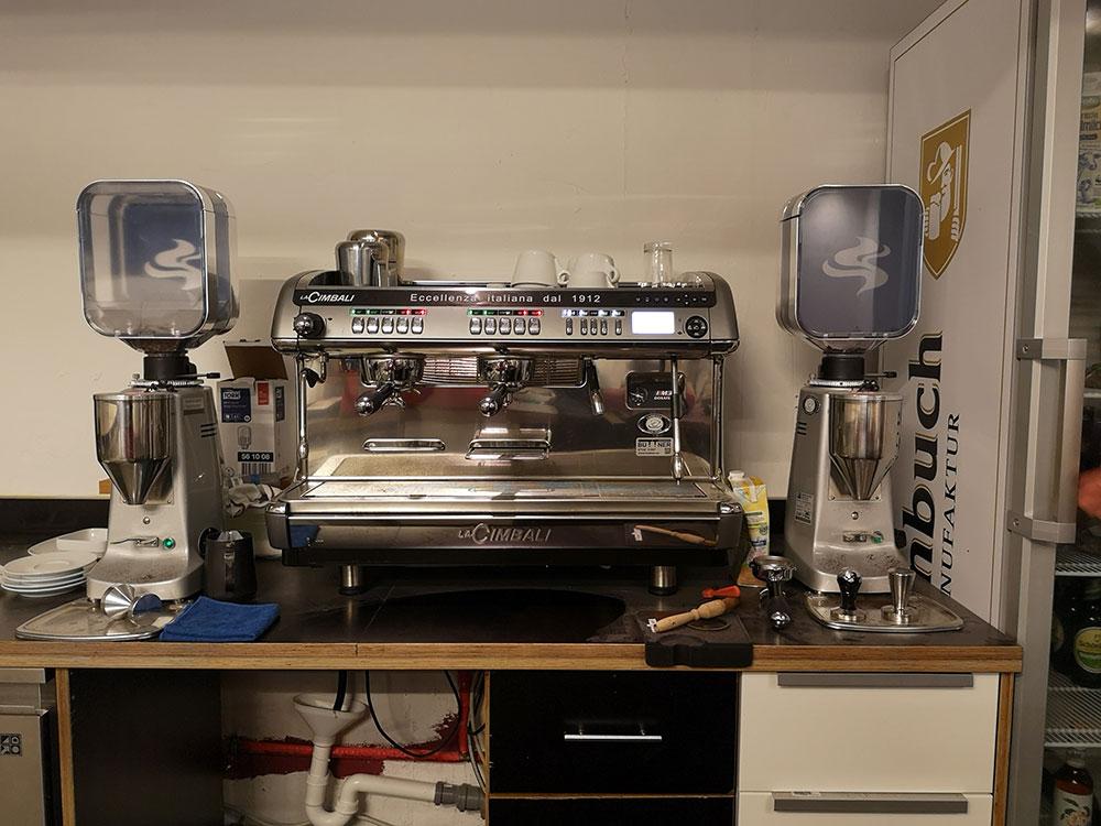 New Kaffeemaschine, die voll Spaß macht, meinte Nina Holzapfel. Espresso war jedenfalls für meinen Geschmack alright.