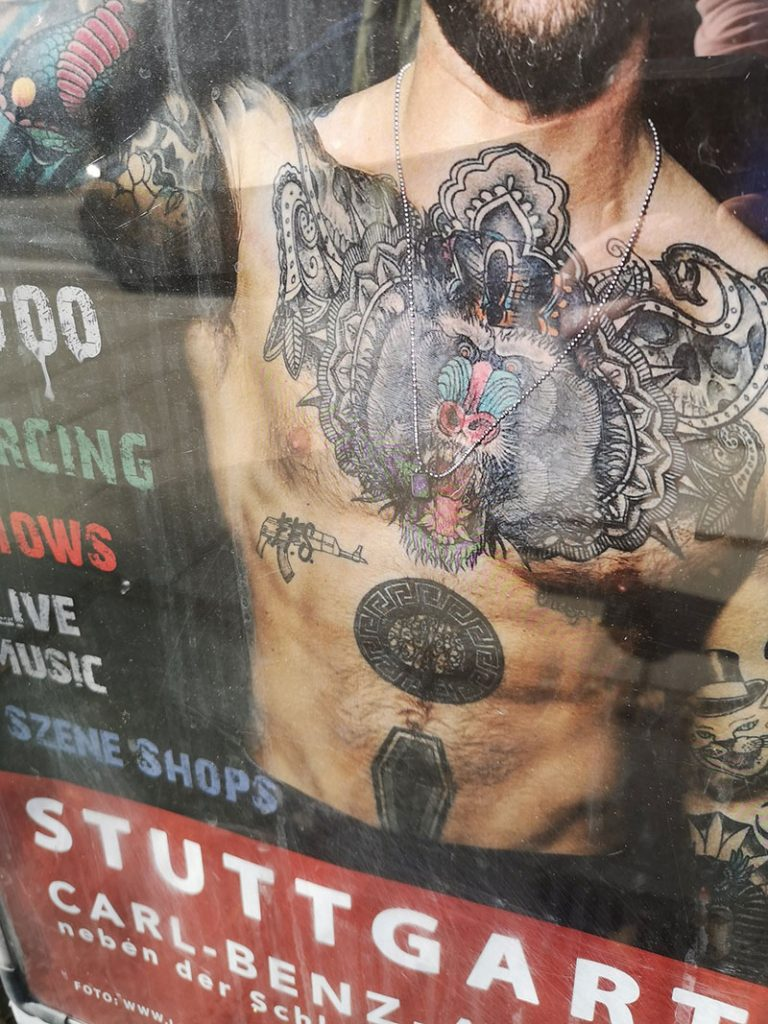Tattoos und Openings: Hello Weekend