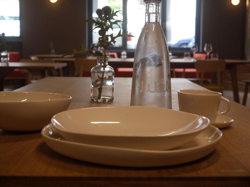 Das Geschirr stammt ebenfalls aus der hauseigenen Keramikwerkstatt.