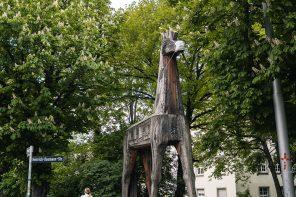 Maske für trojanisches Pferd in der Neckarstraße
