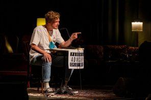 """Dexter liest """"Bodak Yellow"""" von Cardi B  auf schwäbisch"""
